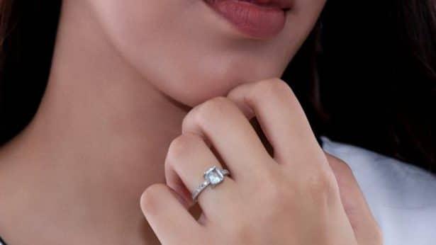 Εναλλακτικά Μονόπετρα: Εντυπωσιακές Προτάσεις για μια Μαγική Πρόταση Γάμου