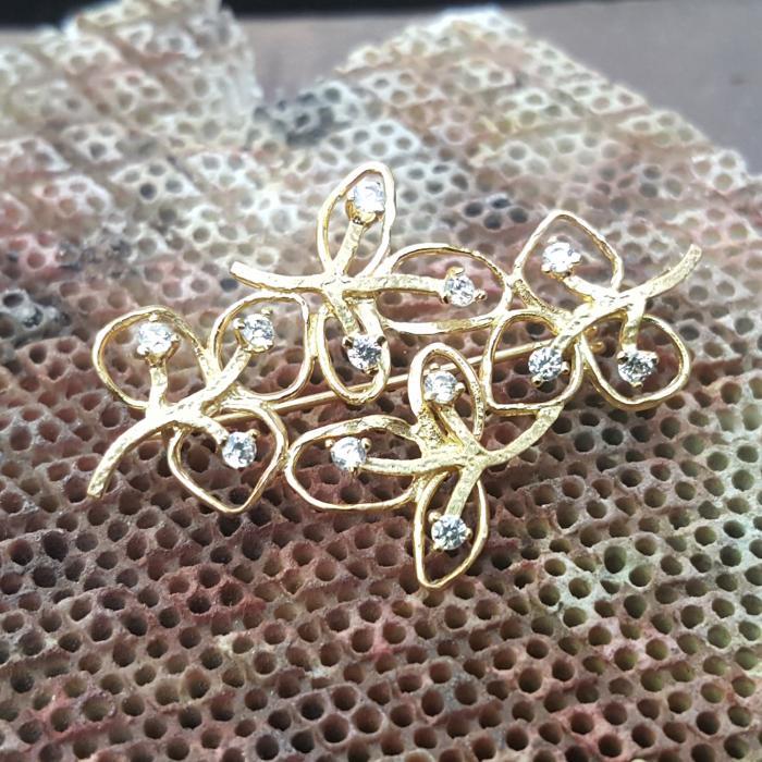 Καρφίτσα Κλαδί Χειροποίητη Χρυσός Κ14 με Ζιργκόν