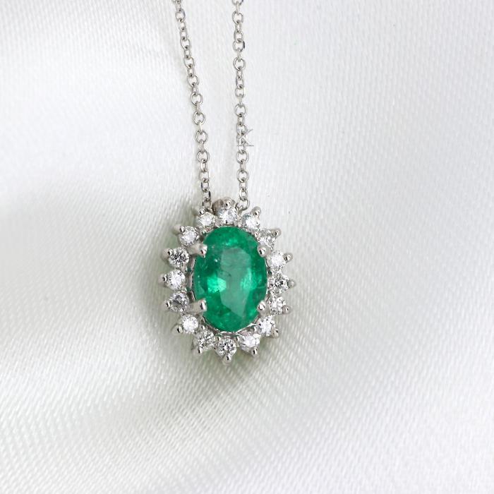 Κολιέ Ροζέτα Λευκόχρυσος Κ18 με Διαμάντια & Σμαράγδι